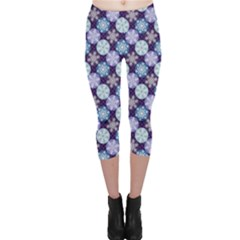 Snowflakes Pattern Capri Leggings