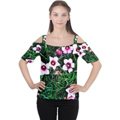 Pink Flowers Over A Green Grass Women s Cutout Shoulder Tee
