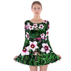 Pink Flowers Over A Green Grass Long Sleeve Skater Dress