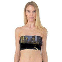 Building And Red And Yellow Light Road Time Lapse Bandeau Top