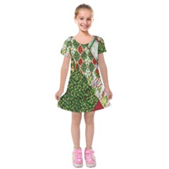 Christmas Quilt Background Kids  Short Sleeve Velvet Dress by Nexatart