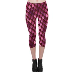 Red Circular Pattern Background Capri Leggings