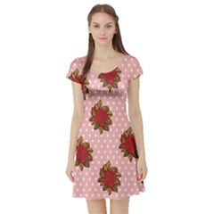 Pink Polka Dot Background With Red Roses Short Sleeve Skater Dress
