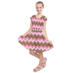 Shades Of Pink And Brown Retro Zigzag Chevron Pattern Kids  Short Sleeve Dress