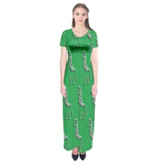 Giraffe Pattern Wallpaper Vector Short Sleeve Maxi Dress