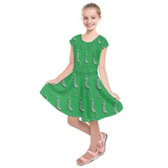 Giraffe Pattern Wallpaper Vector Kids  Short Sleeve Dress