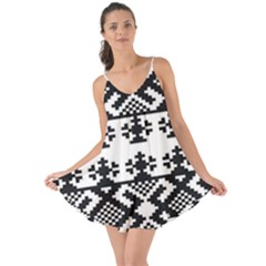 Model Traditional Draperie Line Black White Triangle Love The Sun Cover Up