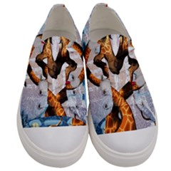 Christmas, Giraffe In Love With Christmas Hat Men s Low Top Canvas Sneakers