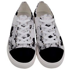 Vintage Halloween Bat Pattern Women s Low Top Canvas Sneakers
