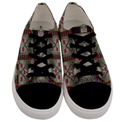 Wings Of Love In Peace And Freedom Men s Low Top Canvas Sneakers
