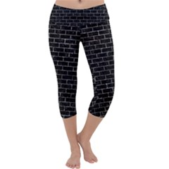 Brick1 Black Marble & Gray Stone Capri Yoga Leggings