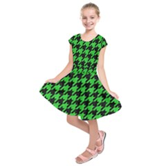 Houndstooth1 Black Marble & Green Colored Pencil Kids  Short Sleeve Dress by trendistuff