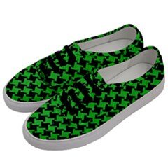 Houndstooth2 Black Marble & Green Colored Pencil Men s Classic Low Top Sneakers by trendistuff
