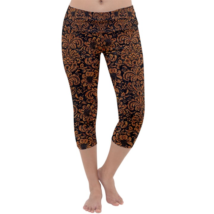 DAMASK2 BLACK MARBLE & RUSTED METAL (R) Capri Yoga Leggings