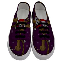 Christmas Giraffe  Men s Classic Low Top Sneakers