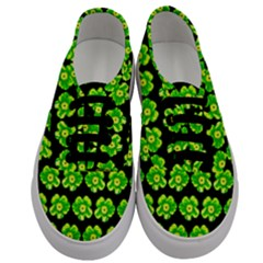 Green Yellow Flower Pattern On Dark Green Men s Classic Low Top Sneakers