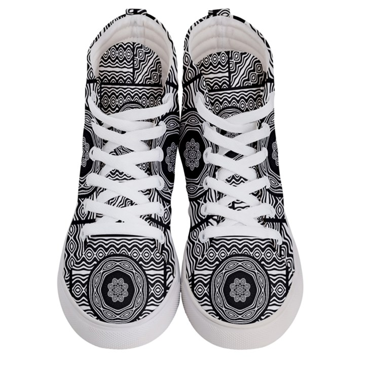Wavy Panels Men s Hi-Top Skate Sneakers