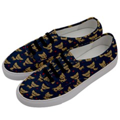Chihuahua Pattern Men s Classic Low Top Sneakers by Valentinaart