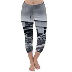 Omaha Airfield Airplain Hangar Capri Winter Leggings