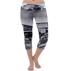 Omaha Airfield Airplain Hangar Capri Yoga Leggings