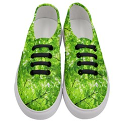 Green Wood The Leaves Twig Leaf Texture Women s Classic Low Top Sneakers