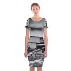 Omaha Airfield Airplain Hangar Classic Short Sleeve Midi Dress