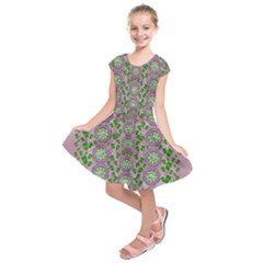 Ivy And  Holm Oak With Fantasy Meditative Orchid Flowers Kids  Short Sleeve Dress