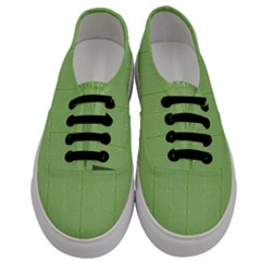 Mod Twist Stripes Green And White Men s Classic Low Top Sneakers