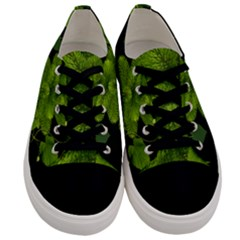Decoration Green Black Background Men s Low Top Canvas Sneakers