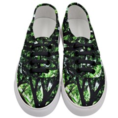 Hot Day In Dallas 28 Women s Classic Low Top Sneakers