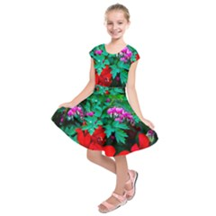 Bleeding Heart Flowers Kids  Short Sleeve Dress