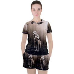 Wolfs Women s Tee And Shorts Set