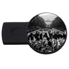 Vintage Uk England The Guards Returning Along The Mall 2gb Usb Flash Drive (round)