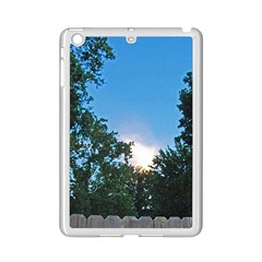 Coming Sunset Accented Edges Apple iPad Mini 2 Case (White)