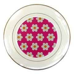 Daisies Porcelain Display Plate by SkylineDesigns