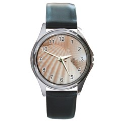 Sunny White Seashells Round Leather Watch (silver Rim)
