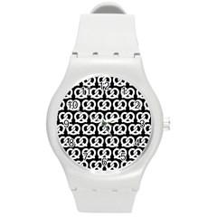 Black And White Pretzel Illustrations Pattern Round Plastic Sport Watch (m) by creativemom