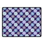 Snowflakes Pattern Fleece Blanket (Small)