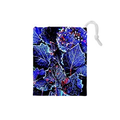 Blue Leaves In Morning Dew Drawstring Pouches (small)