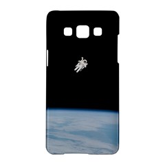Astronaut Floating Above The Blue Planet Samsung Galaxy A5 Hardshell Case