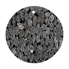 Black And White Art Pattern Historical Ornament (round) by Nexatart
