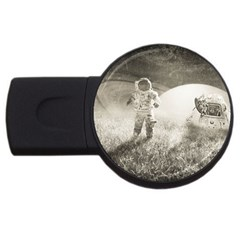 Astronaut Space Travel Space Usb Flash Drive Round (4 Gb) by Simbadda