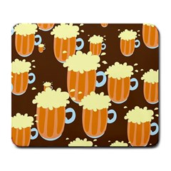 A Fun Cartoon Frothy Beer Tiling Pattern Large Mousepads