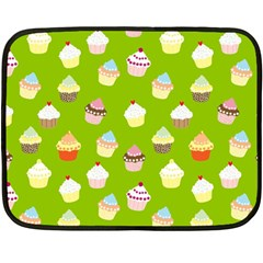 Cupcakes Pattern Fleece Blanket (mini)