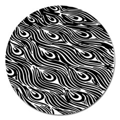 Digitally Created Peacock Feather Pattern In Black And White Magnet 5  (round)