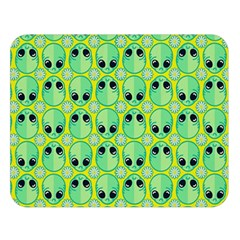 Alien Pattern Double Sided Flano Blanket (large)
