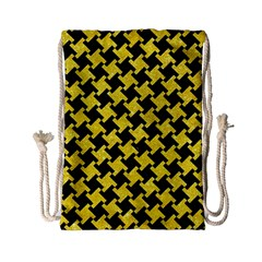 Houndstooth2 Black Marble & Gold Glitter Drawstring Bag (small) by trendistuff