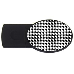 Classic Vintage Black And White Houndstooth Pattern Usb Flash Drive Oval (2 Gb) by Beachlux