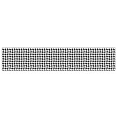 Classic Vintage Black And White Houndstooth Pattern Flano Scarf (small) by Beachlux