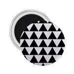 TRIANGLE2 BLACK MARBLE & WHITE LINEN 2.25  Magnets